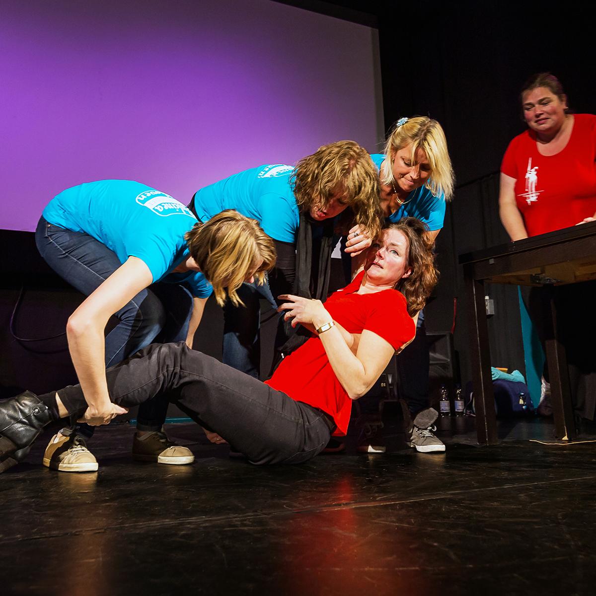 Hoeveel Dulcinea-leden heb je nodig om er een op te tillen? Theatersport in Eindhoven